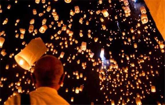 Lancer de lanternes thaïlandaises