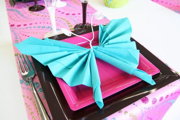 Décoration De Table Printanière Fuchsia Et Turquoise