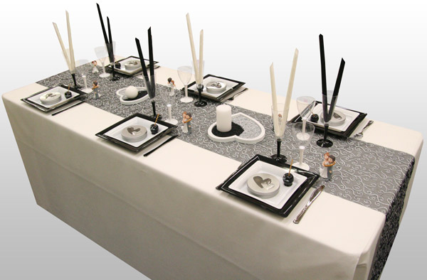 Décoration de table de mariage en noir et blanc