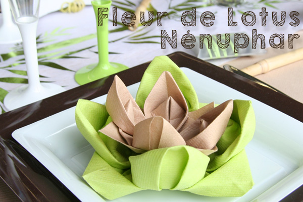 Pliage de serviette en forme de nénuphar et fleur de lotus