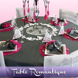 Décoration de table gris et fuchsia