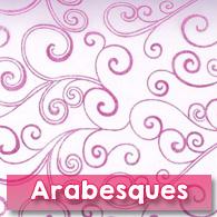 Chemin de table organza lavande, arabesques fuchsia