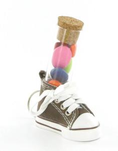 Mini chaussure et tube à essai rempli de dragées