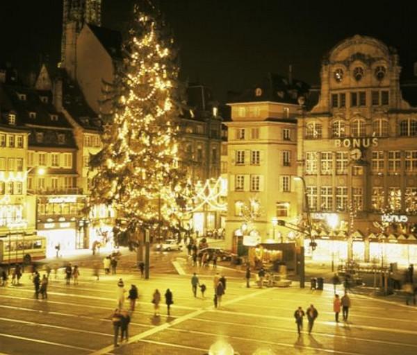 Le sapin géant de la place Kleber, à Strasbourg