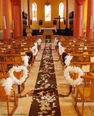 Allée d'église décorée