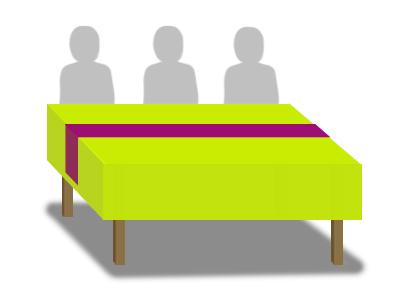 Chemin de table disposé dans la longueur de la table
