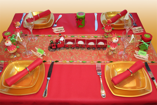 D coration de table no l rouge et or table d 39 enfants for Decoration de noel pour table